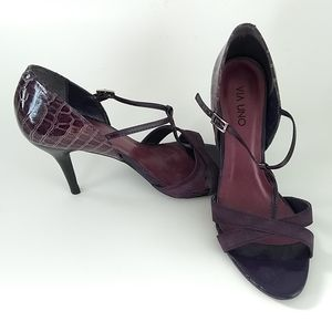 Via Uno purple embossed leather t-strap high heel sandals size 9